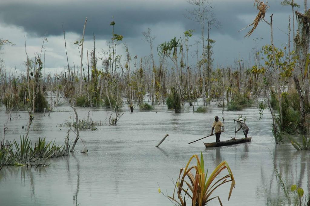 warga kamoro di sungai rusak tailings freeport